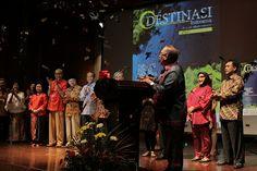 Bunyi sirene, taburan confetti, dan tayangan hasil scan cover majalah dengan teknologi Aurecmedia, menandai peluncuran Free Magazine Destinasi Indonesia.