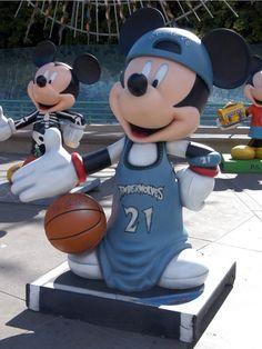 Parade of Mickey's Statue