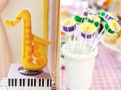 A Lorena ganhou uma festinha alegre e muito criativa com o tema música! A decoração, assinada por Fabiana Moura, teve divertidos instrumentos musicais e mu
