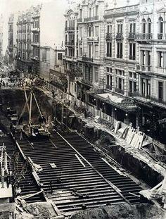La excavación para el subte a Plaza Once era un símbolo visible y ruidoso del avance; julio de 1958.. Foto: Archivo