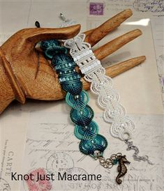 Micro Macrame Bracelets - Media - Beading Daily_ok Beaded Jewelry Patterns, Macrame Jewelry, Macrame Bracelets, Beading Patterns, Diy Jewelry Inspiration, Macrame Projects, Macrame Tutorial, Crochet Bracelet, Micro Macrame