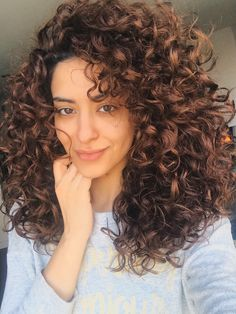 Most Gorgeous Natural Long Curly Hairstyles for Lady Girls - Page 34 of 67 - Diaror Diary ♥ 𝕴𝖋 𝖀 𝕷𝖎𝖐𝖊, 𝕱𝖔𝖑𝖑𝖔𝖜 𝖀𝖘!♥ ♥ ♥ ♥ ♥ ♥ ♥ ♥ ♥ ♥ ♥ Everythings about best natural long curly hairstyles for women collection! 3a Curly Hair, Colored Curly Hair, Curly Girl, Curly Hair Layers, Naturally Curly Hair, Long Layered Curly Hair, Layered Curls, Updo Curly, 3b Hair