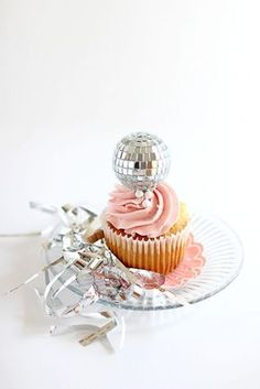 Lovely Disco Themed Cupcakes. Loved by confettiandbliss.com