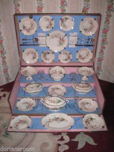 SPECTACULAR ANTIQUE FRENCH HAND PAINTED PORCELAIN MINIATURE DOLL/TOY DINNER SET