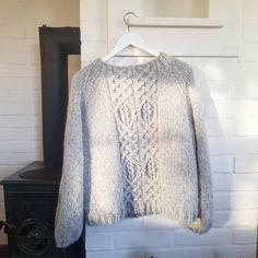 """11 likerklikk, 1 kommentarer – Kaja Kværner (@kajaelisabeth) på Instagram: """"Ny genser av pinnene 😍 #issigenser #dustorealpakka"""" Lace, Projects, Tops, Women, Fashion, Log Projects, Moda, Blue Prints, Fashion Styles"""