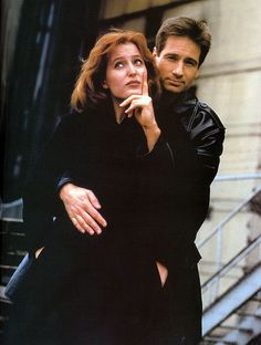 Mulder and Scully - King and Queen of awkward photos -----THEY JUST *screams* @funshinegirl96