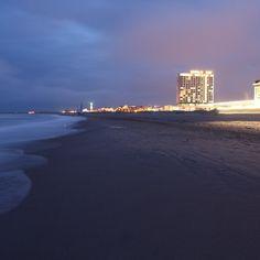via Instagram m_photography_hh: #beach #jaworskyj #longexpousure #Travelwithpavel #travel #travelphotography #canon #alexanderheinrichs #ÜberWasser #lightpainting
