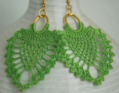 Green crochet earring Crochet earring jewelry by lindapaula, 16 ideas for earrings Hey, I found this really awesome Etsy listing at… It is a website for handmade creations,with free patterns for croshet and knitting , in many techniques & designs. Crochet Jewelry Patterns, Crochet Earrings Pattern, Crochet Bikini Pattern, Seed Bead Patterns, Crochet Accessories, Beading Patterns, Crochet Necklace, Crochet Rings, Diy Crochet