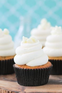 White Chocolate Macadamia Nut Cupcakes with White Chocolate Cream Cheese Frosting