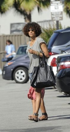 - Halle Berry goes to Pavillions with her daughter in West Hollywood wearing the Navajo Tote. Halle Berry Pixie, Halle Berry Hot, Edgy Bob, Baby Bangs, West Hollywood, Navajo, Berries, Daughter, Celebs