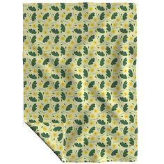Yellow daisy pattern on Lakenvelder by diseniaz Daisy Pattern, Cloth Napkins, Tea Towels, Custom Fabric, Spoonflower, Yellow, Collection, Design, Home Decor