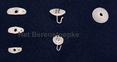 Ankertjes worden gebruikt als bevestigingsmateriaal om nieuw elastiek aan een arm of been vast te maken bij het vervangen van oud elastiek in een (replica) oude pop. Om, Cufflinks, Accessories, Wedding Cufflinks, Jewelry Accessories