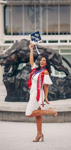 Nursing Graduation Pictures, College Graduation Pictures, Graduation Picture Poses, Graduation Photoshoot, Grad Pictures, Graduation Outfits, Graduation Portraits, Grad Pics, Graduation Cap And Gown