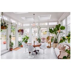 Awesome room from the tmrw. Plants, light, white.