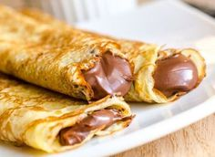 A delicious selection of Nutella recipes - but of course you can still eat it straight from the jar with a spoon if you prefer, we won't tell anyone. Easy Homemade Pancakes, How To Make Pancakes, Pancakes Easy, Crepes Rellenos, Nutella Pancakes, Waffles, Chocolate Desserts, Chocolate Cream, Cake Chocolate