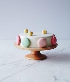 macaron cake decoration