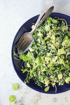 Super Green Quinoa Salad with Fresh Basil + Pistachios | healthy recipe ideas @xhealthyrecipex |