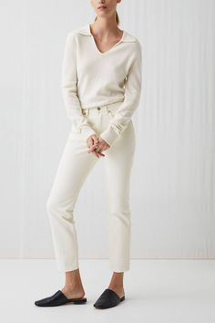 From cropped jeans to flares, high-waisted to drawstring, we break down the best white jeans for women to snap up this season. Best White Jeans, Womens White Jeans, Skandinavian Fashion, Red Carpet Looks, Slim Legs, Jeans Fit, Cropped Jeans, Personal Style, Street Style