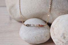 Collier Gemstone bar en pierres de lune et laiton brut / moonstone and raw brass necklace
