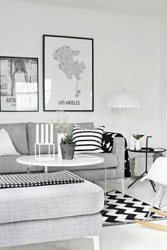 un joli salon avec une belle table basse ikea, murs blancs, peintures murales pour le salon