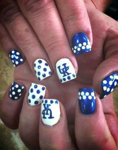 Wildcats Nail It! University of Kentucky Nail Art Crazy Nail Art, Crazy Nails, Fancy Nails, Cool Nail Art, Love Nails, Pretty Nails, Basketball Nails, Football Nails, Uk Basketball
