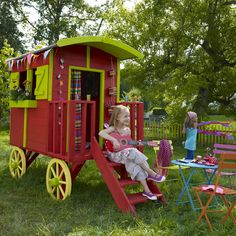 Twiggy and Lou: Wooden playhouses from France
