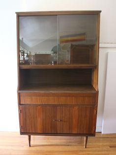 Lover and picker of all things vintage. Hutch Makeover, Furniture Makeover, Diy Furniture, China Cabinet Redo, Dream Decor, Wall Shelves, Future House, Living Room, Storage