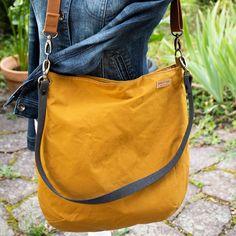 "Kostenloses Schnittmuster: Beuteltasche ""Sjel"" Diy Bag and Purse diy purse bag Sewing Patterns Free, Free Sewing, Free Pattern, Pattern Sewing, Diy Handbag, Diy Purse, Diy Bags Purses, Diy Mode, Pouch Pattern"