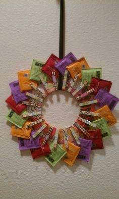 Tea Wreath – looks like a FUN project, which would also make a great gift for any tea lover out there! Tea Wreath – looks like a FUN With Our Powers Combined: Tea Wreath add a tea cup to go with it. Tea Wreath - looks like a FUN project, but when i fi Diy Christmas Gifts, Holiday Crafts, Felt Christmas, Christmas Ideas, Christmas Decorations, Creative Gifts, Cool Gifts, Craft Gifts, Diy Gifts