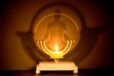 Parapsikoloji ve ruhsal yetilerimiz: 7 doğa üstü yetenek Dark Places, The Darkest, Light Bulb, Spirituality, Relax, Table Lamp, Candles, Butterfly, Table Lamps