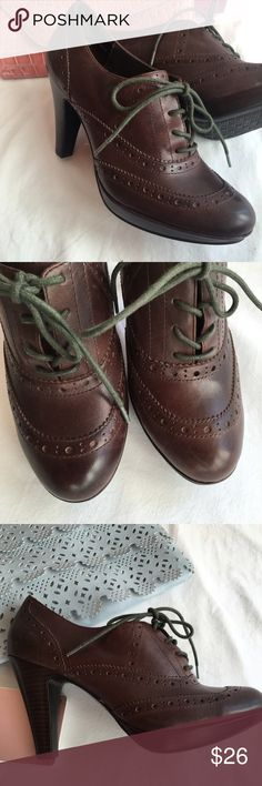 """TriBeCa by Kenneth Cole Oxford Platform  sz 8-8.5M NWOT TriBeCa by Kenneth Cole Leather Oxfords with 4"""" wood heel. Size is 8.5M but these run snug probably better for sz 8  Please see ALL Photos for condition. 📷Photos are my own  Pls Ask any questions before purchasing. Thanks for looking!  🚫no trades pls🚫 tribeca Shoes Heels"""