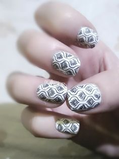 #nails #nailart #nailpolish #nailvarnish #nailingtons http://www.nailingtons.com/