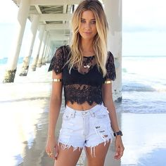 great outfit for a sunny day on the beach. Loving the top.