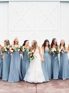 Photography : Jessica Gold Photography Read More on SMP: http://www.stylemepretty.com/2016/10/28/modern-minimalist-white-barn-wedding/
