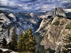 Yosemite National Park, view of the valley and Half Dome
