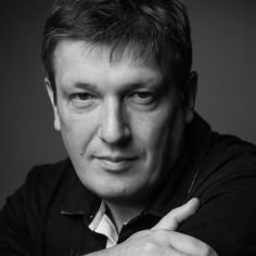 Russian Pianist Boris Berezovsky (1969) is one of the most virtuous piano interpreter of our times. One can tell that for him the borders of keyboard possibilities have not yet been reached. Hestudied at the Moscow Conservatory with Virsaladze and Satz. He brought attention to himself with his daring dexterity at the 1990 International Tchaikovsky Competition and won the Gold Medal straight off. In a film he drives through nightly Yekaterinburg, and improvises with a Band in a Jazz Club.