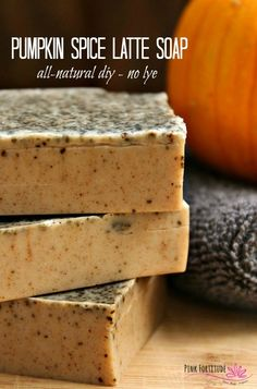 Spice Latte Soap – All Natural DIY This DIY pumpkin spice latte soap is perfect for fall! It's super easy to make and smells AMAZING!This DIY pumpkin spice latte soap is perfect for fall! It's super easy to make and smells AMAZING! Soap Melt And Pour, Coffee Soap, Pumpkin Spice Latte, Diy Pumpkin, Spiced Coffee, Homemade Soap Recipes, Home Made Soap, Fall Recipes, Spices