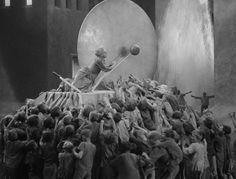 METROPOLIS (1927) Shot by Karl Freund, Günther Rittau, and Walter Ruttmann   Director: Fritz Lang