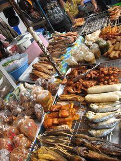 Couldnt get enough thai street food Korean Street Food, Thai Street Food, Thai Curry Recipes, Asian Recipes, Eat Thai, Thai Cooking, Thai Dishes, Weird Food, Shops