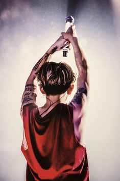 "yuuki『Eye Of The Storm』超絶楽しみ🤭🤤 on Twitter: ""Takaの後ろ姿は最強説。。… "" One Ok Rock 壁紙, Takahiro Morita, Takahiro Moriuchi, Eye Of The Storm, Green Day, My Chemical Romance, Rock Bands, Singer, Day6"