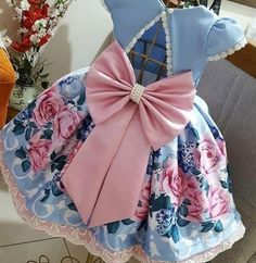 No photo description available. Girls Formal Dresses, Toddler Girl Dresses, Little Girl Dresses, Baby Girl Frocks, Frocks For Girls, Little Girl Fashion, Kids Fashion, Fashion Outfits, African Dresses For Kids