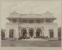 Patisserie Grimm & Co. op de Pasar Besar in Soerabaja 1888 (fotocollectie Geheugen van Nederland)