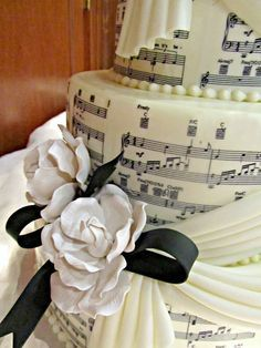 Quirky Wedding Cakes, Afood Cakes, Grad Cakes, Awesome Cakes, Music Themed Wedding Cake, Wedding Cake Music Notes, Cake Designs, Music Wedding Cake