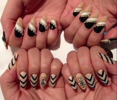 Top ones. But clear at the bottom. Black in the middle and white at the top White Stiletto Nails, Pointy Nails, Oval Nail Art, Oval Nails, Pedi, Cute Nails, Hair And Nails, Nail Art Designs, Manicure