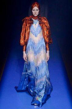 MFW S/S 2018: Στον Οίκο Gucci «πέρασαν» για ακόμα μία φορά στην retro nerdy πλευρά της μόδας - Queen.gr