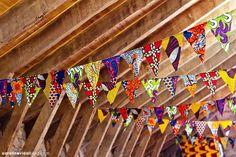 Fanions africains si c'est pas hype! Fabric Bunting, Fabric Decor, Fabric Crafts, Fabric Banners, African Interior, African Home Decor, African Crafts, African Theme, African Design