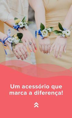 As flores mais bonitas, as cores mais apaixonantes e o efeito mais harmonioso... já conheces o corsage? A tendência entre noivas e madrinhas veio para ficar! Descobre tudo sobre este lindíssimo acessório e como oferecê-lo às tuas damas. #casamento #damadehonor #madrinha #corsage #noiva #acessóriomadrinha #pulseiradama #casamentospt Lillian West, Weddings, Engagement, Bridal Fashion, Bridesmaids
