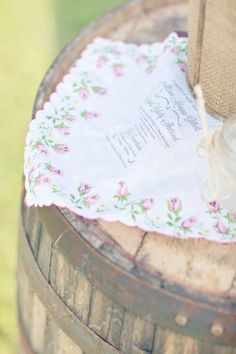 vintage handkerchief invites  Photography By / glassjarphotography.com