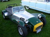 De Lotus Seven, ontworpen en gebouwd door Colin Chapman. het is een heel simpel concept dat hij altijd al aanhield maar bij de Lotus Seven er nog meer uit sprong. zo veel mogelijk kracht in een zo klein en licht mogelijke auto. Het eerste model was dan ook gemaakt van aluminium. Het verschil tussen deze en andere auto's van Lotus was hoelang hij geproduceerd werd en hoe goedkoop hij was in vergelijking met de rest. Er schuilt meer achter deze auto dan de meeste zouden denken want er zijn…