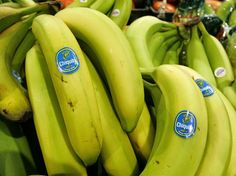The world's most popular fruit is under attack: Tropical Race 4 — a new strain of the banana blight, Panama disease — is killing off banana crops worldwide. The disease is caused by fusarium, a pathogen that infects soil and strikes banana plants at… Fitness Workouts, Do You Know What, Good To Know, Banana Sticker, Healthy Vegetable Recipes, Healthy Food, Exotic Fruit, Most Nutritious Foods, Fruits And Vegetables